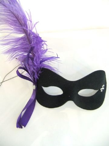 Burlesque style feather purple ribbon mask